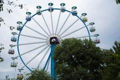 Большое Ferris катит внутри пасмурную погоду Стоковые Фото