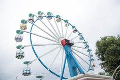 Большое Ferris катит внутри пасмурную погоду Стоковые Изображения