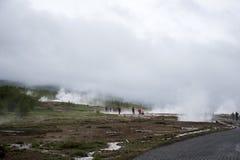 Большое Geysir Strokkur в геологии 2 тумана Исландии горячей Стоковая Фотография RF