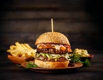 Большой бургер говядины Стоковое Изображение RF