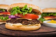 Большой бургер с говядиной Стоковое Фото