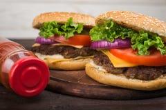Большой бургер с говядиной Стоковое фото RF