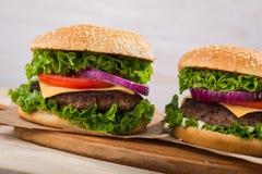 Большой бургер с говядиной Стоковое Изображение