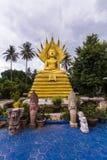 Большой Будда с naga над его головой в тайском виске Стоковое Фото