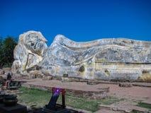Большой возлежа Будда на виске Wat Lokaya Sutha в Autthaya Стоковая Фотография