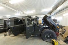 Большой воинский автомобиль в ремонте Стоковое Изображение