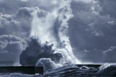 Большой выплеск волны моря Стоковое Изображение RF