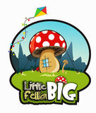 Большой гриб любит дом на зеленой траве Стоковые Изображения RF