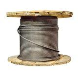 Большой деревянный вьюрок с грузом стальной веревочки Стоковая Фотография