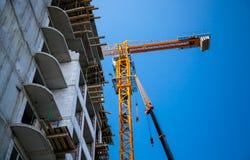 Большой желтый кран здания Стоковое Изображение RF