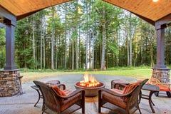 Большой задний двор с травой Стоковые Изображения RF