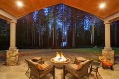 Большой задний двор с травой Стоковое Фото
