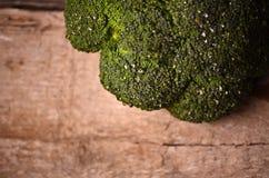 Большой зеленый брокколи на черной предпосылке Стоковое Фото