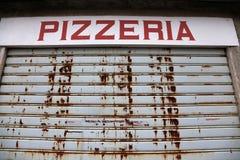 Большой знак пиццерии с стробом закрыл Стоковое Изображение