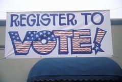Большой знак покрашенный рукой читает регистр для голосования Стоковая Фотография