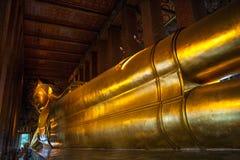Большой золотой возлежа Будда, Таиланд Стоковые Фото