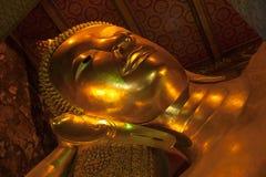 Большой золотой возлежа Будда, Таиланд Стоковое Фото