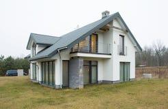 Большой и современный особняк Стоковое фото RF