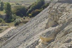 Большой карьер для минирования, песка и глины гравия Минируя машины и блоки минирование стоковое фото