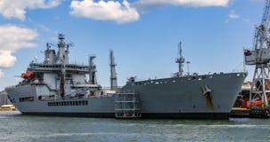 Большой корабль топливозаправщика в гавани Портсмута Стоковые Фото