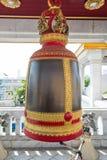 Большой колокол в буддийском виске в Таиланде стоковое изображение