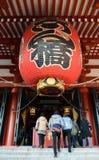 Большой красный бумажный фонарик на виске Senso-ji - токио, Японии Стоковое Изображение