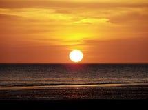 Большой круглый заход солнца Стоковые Изображения