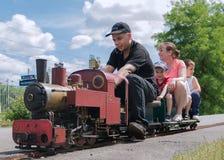 Большой миниатюрный поезд пара стоковые фотографии rf