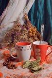 Большой натюрморт с чашками Стоковые Фотографии RF