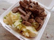 Большой обед плиты стейка и салата Стоковое Фото