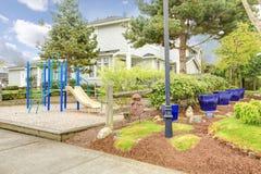 Большой дом с двором игры для детей Стоковое фото RF