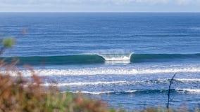 Большой опорожните разбивать волны Стоковые Изображения RF