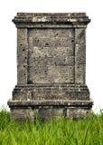 Большой памятник надгробного камня на белой предпосылке Стоковые Изображения RF