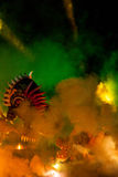 Большой парад драконов соединенный с фейерверками Стоковое Изображение