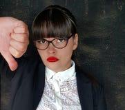 Большой палец руки бизнес-леди вниз подписывает стоковое изображение rf
