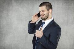 Большой палец руки вверх, переговоры телефоном стоковое фото