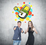 Большой палец руки вверх по деловым партнерам, ключ к успеху Стоковые Изображения