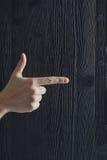 Большой палец руки и indexfinger указывая в направление Стоковое Изображение RF