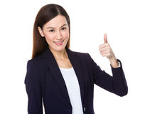 Большой палец руки японской бизнес-леди идя вверх стоковое изображение rf