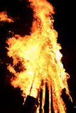Большой пламенеющий костер Стоковые Изображения