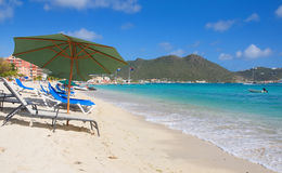 Большой пляж залива - Philipsburg Sint Maarten - карибский тропический остров Стоковые Фотографии RF