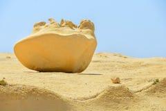 Большой ровный утес от песка Стоковые Фото