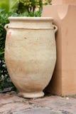 Большой русый золотой опарник глины цвета, цветочный горшок Стоковое Изображение RF