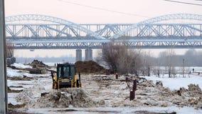 Большой снег расчистки трактора снега от улицы акции видеоматериалы