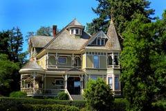 Большой старый исторический дом Стоковые Изображения