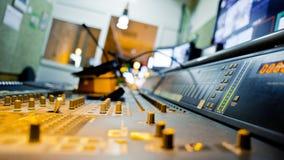 Большой стол смесителя музыки Стоковые Фотографии RF