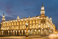 Большой театр Гаваны загорелся на заходе солнца стоковое изображение
