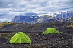 Большой туристский лагерь расположен в долине парка около ледника Стоковое Изображение