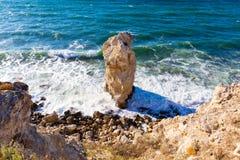 Большой уединённый утес, красивые виды скал Стоковые Фото