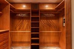 Большой Walkin шкаф Стоковые Фотографии RF